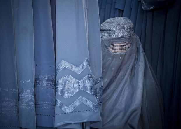 Чего нельзя делать афганским женщинам
