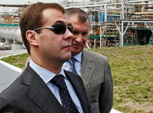 Медведев и женские очки