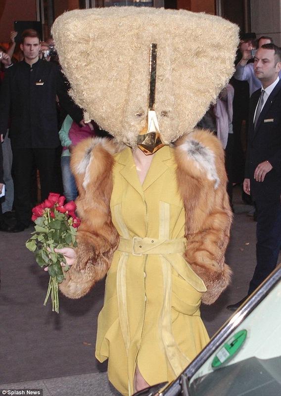 Пошлый прикид от Леди Гага