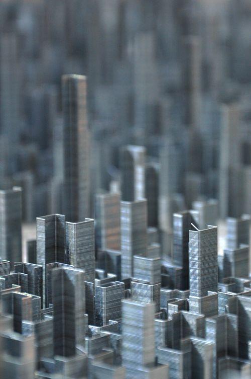 Город из скоб для степлера