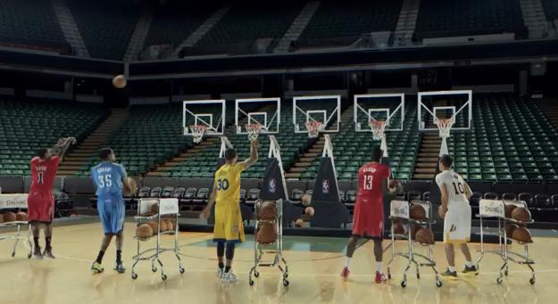Звёзды NBA сыграли мелодию Jingle Bells трёхочковыми бросками