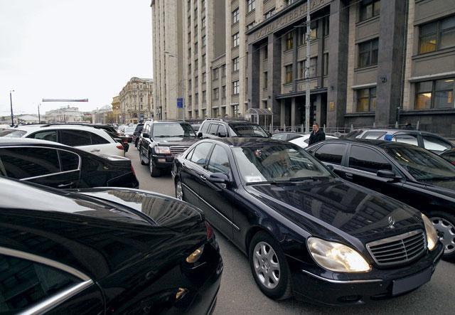 Сравним депутатскую парковку России и Дании