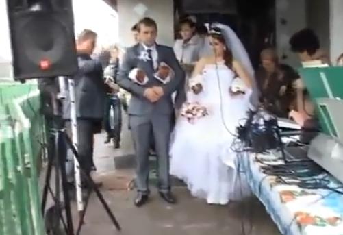 Как эффектно явиться на свадьбу