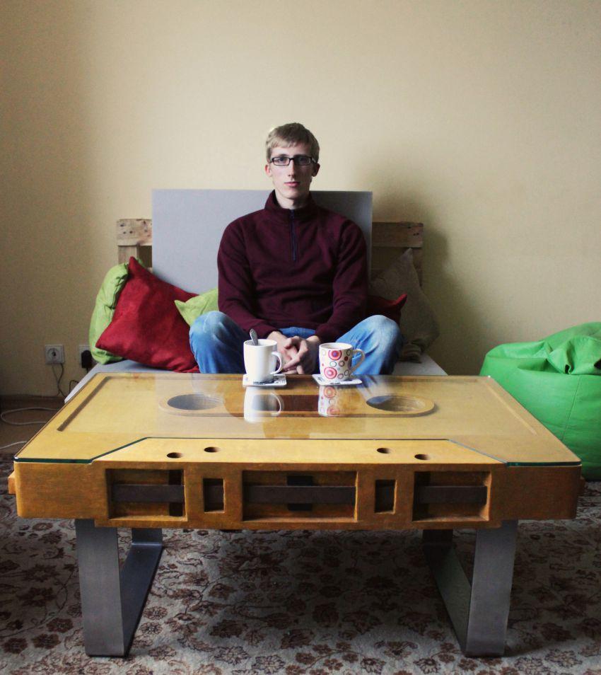Привет. Я Витаутас. Я сделал этот стол только для себя. Я хочу поделиться фото с вами, люди