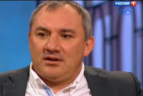 Фоменко теребит писюн