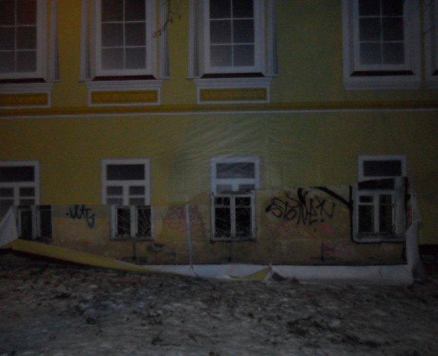Полиция ищет злоумышленников, испортивших олимпийский баннер в Брянске