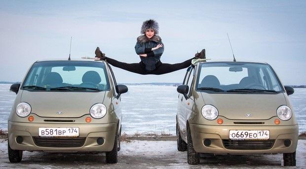 Ответ Ван Дамму из Челябинска! Машинки меньше, шпагат глубже!