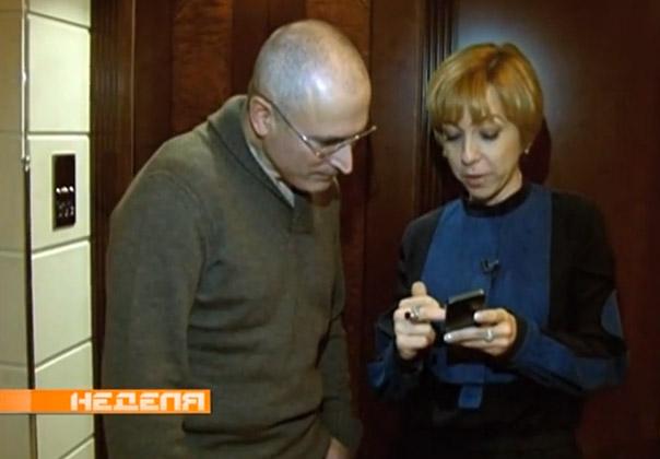 Ходорковский играет айфон