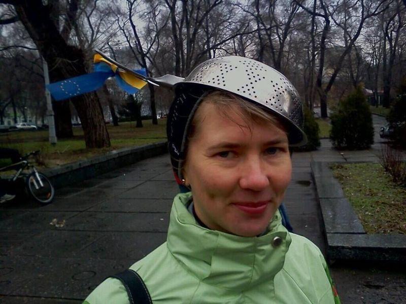 Майдановские тролли в касках