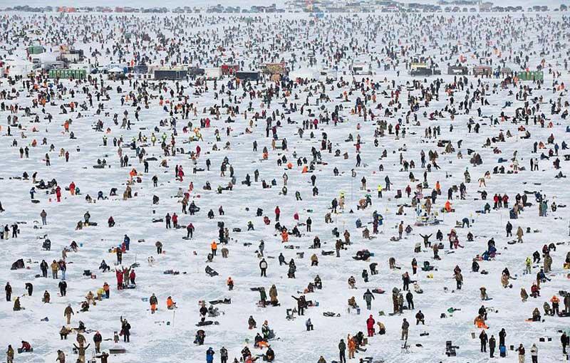 Крупнейший ледовый турнир по рыбной ловле на американском озере Галл