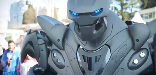 Робот, сделанный из челябинского метеорита, напугал посетителей Сочи 2014