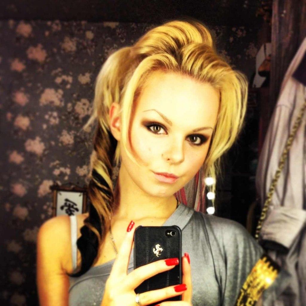 Алиса Вокс-Бурмистрова разделась на концерте группы Ленинград