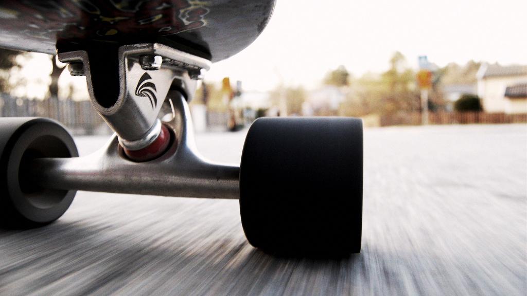 DCboardshop – магазин скейтерской одежды номер один!
