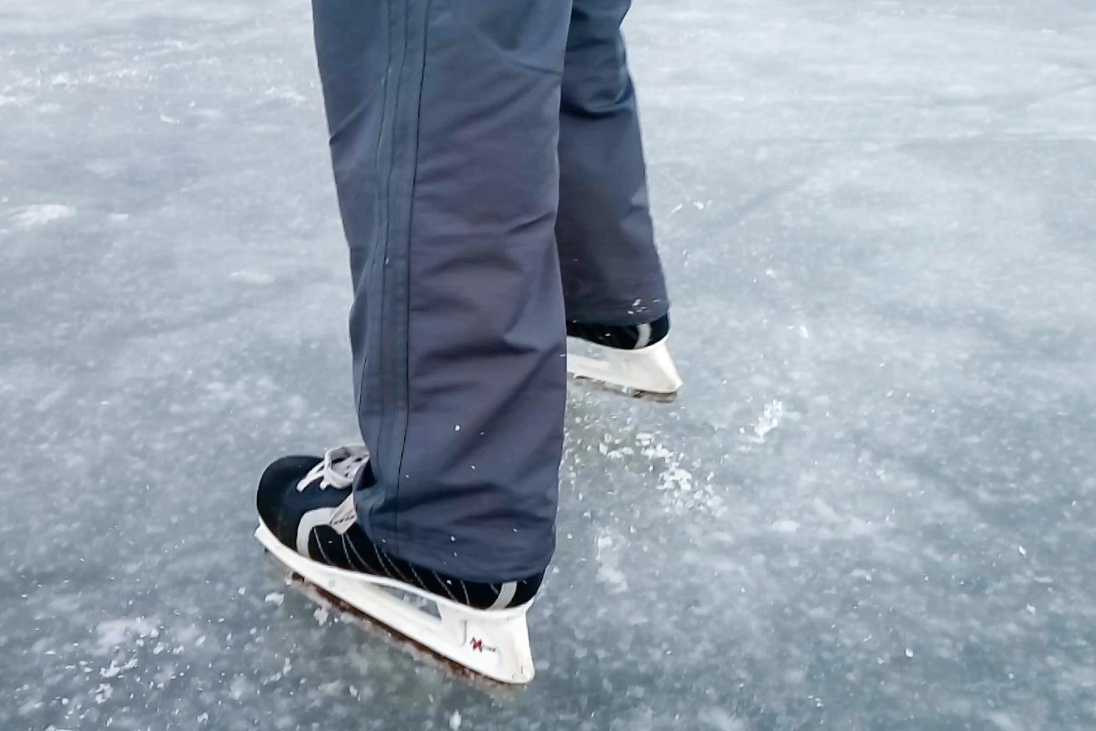 катание на коньках на льду Кататься на коньках круче, чем сидеть за компьютером
