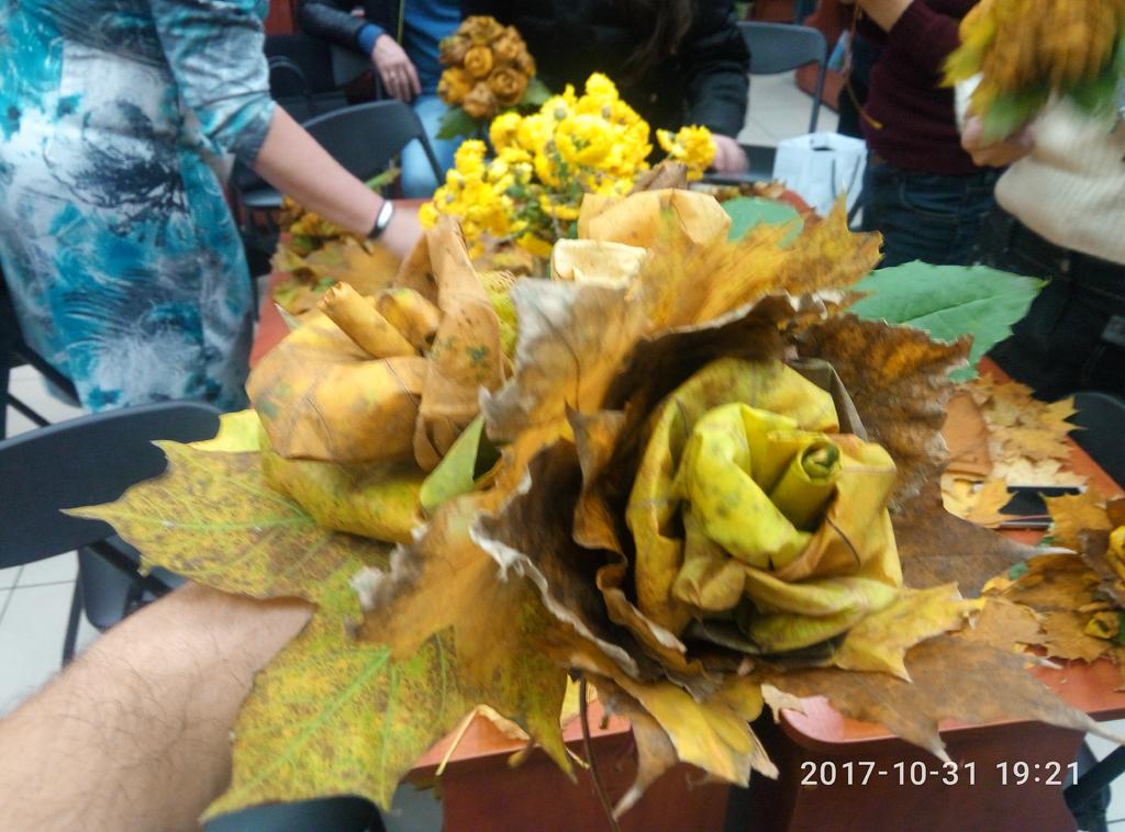 цветы из осенних листьев мастер класс