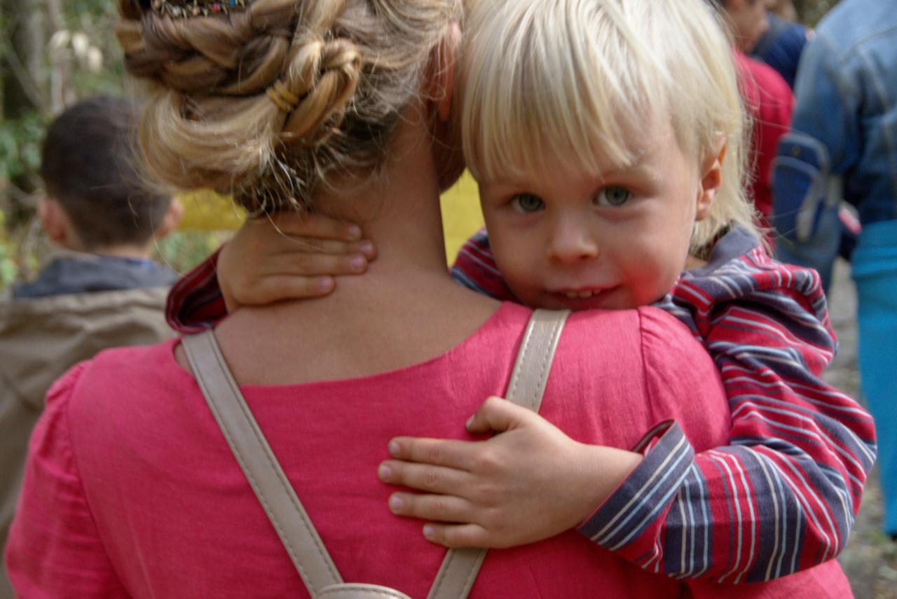Хоровод - это древний психологический тренинг ребёнок на руках