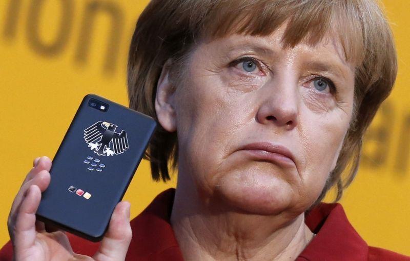 На выставке CeBIT в Ганновере тётке Меркель подарили новый BlackBerry, защищенный от прослушивания
