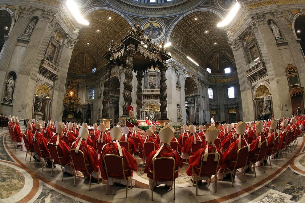 Кардиналы во время мессы, посвященной избранию нового Папы Римского. Собор Святого Петра, Ватикан