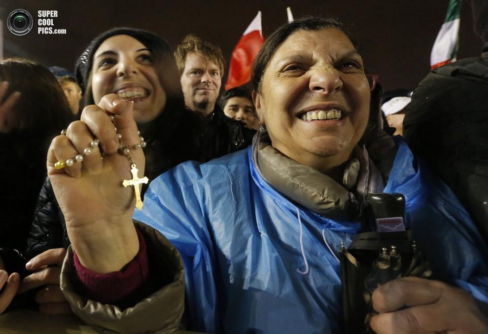 Радостные католики на площади Святого Петра