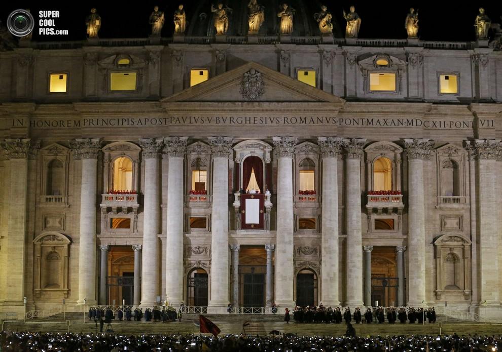 Новоизбранный понтифик выступает со своей первой речью