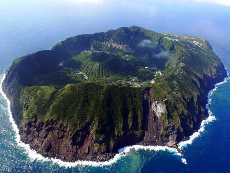Остров Аогасима в Японии. Он хоть и вулканического происхождения, но вполне обитаем