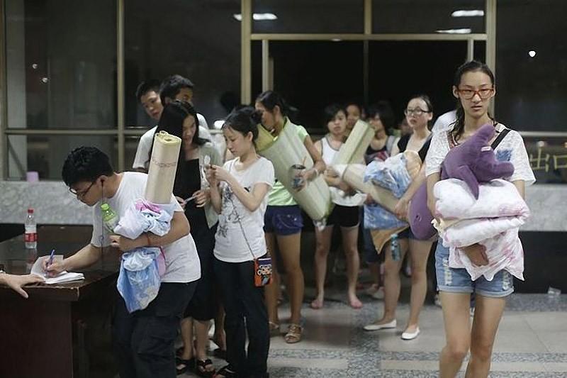 Как спасаются от жары китайские студенты?