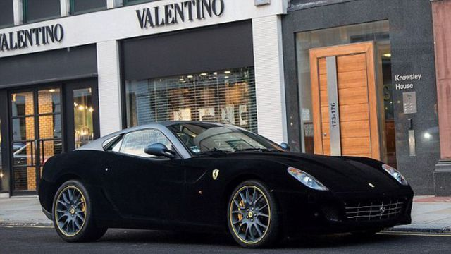 Самая непрактичная бархатная Ferrari