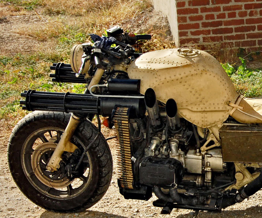 Мотоцикл с двумя автоматами Гатлинга - антихам + антизомби!