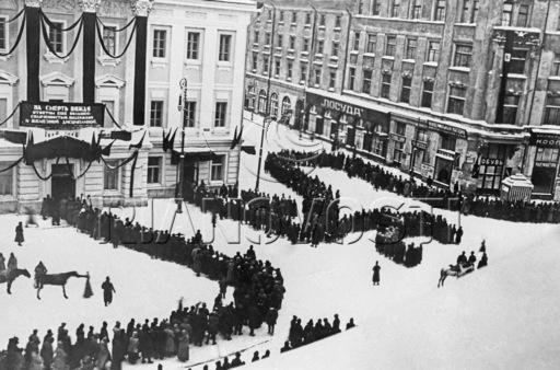 Похороны В.И.Ленина. Колонны трудящихся у Дома профсоюзов 23-24 января 1924 г.