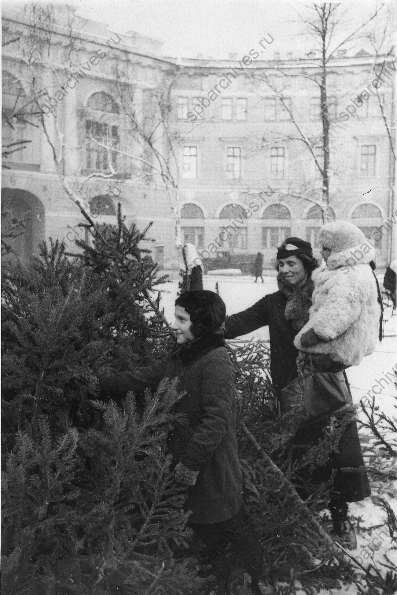 1940-е. Продажа елок на Чернышевой площади