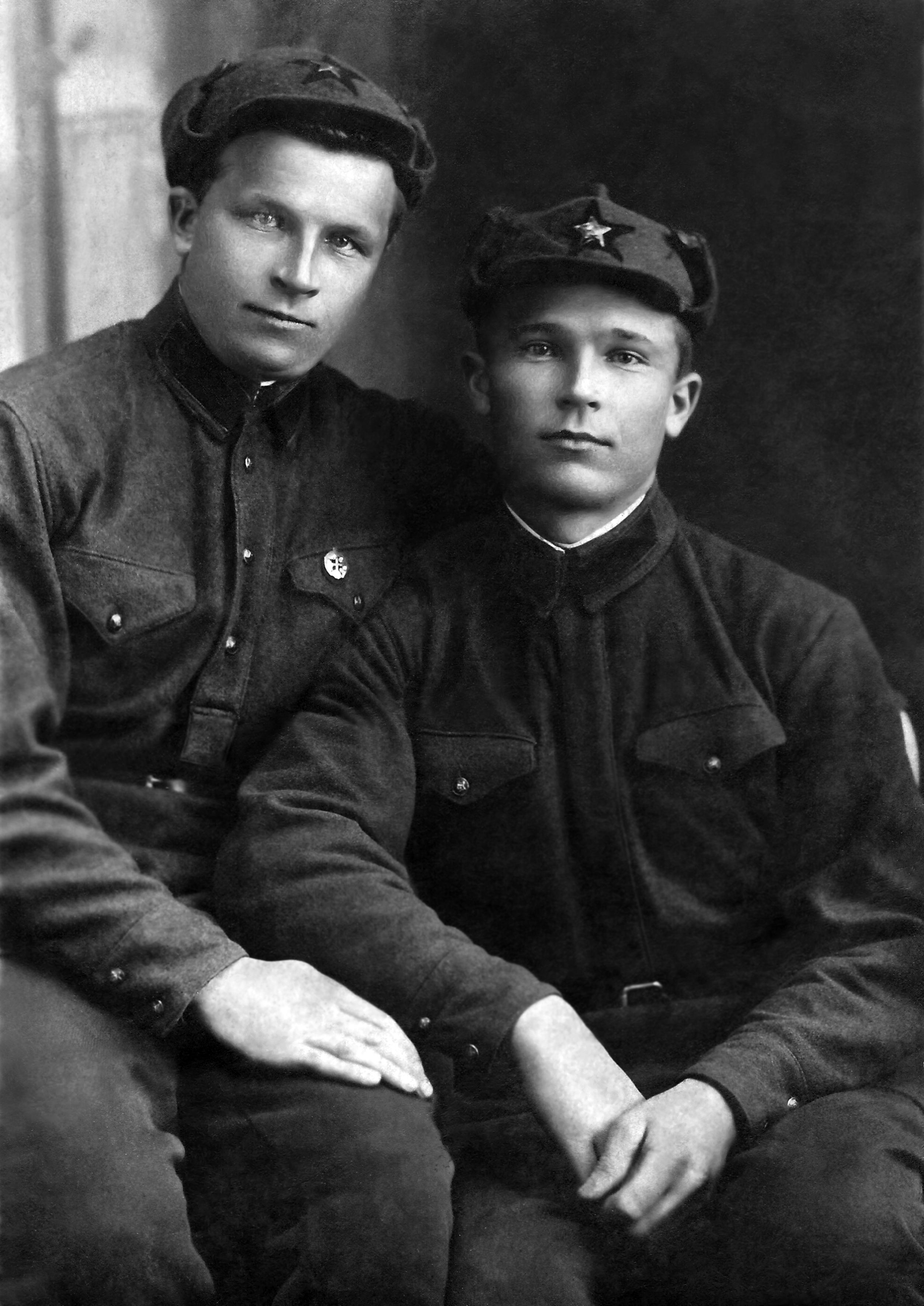 24-marta-1936-goda-bratya-pashhenko-petr-i-pavel-g-voroshilov.jpg