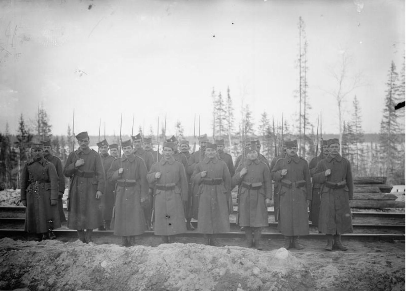 1919. Сербский отряд на железной дороге в Надвоицы