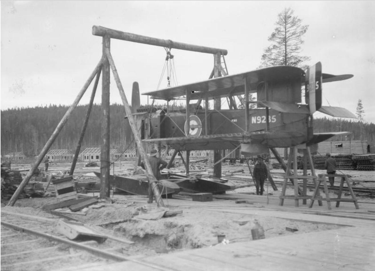 1919. Гидросамолет Fairy 3c проходит техническое обслуживание вблизи Онежского озера, Медвежья Гора