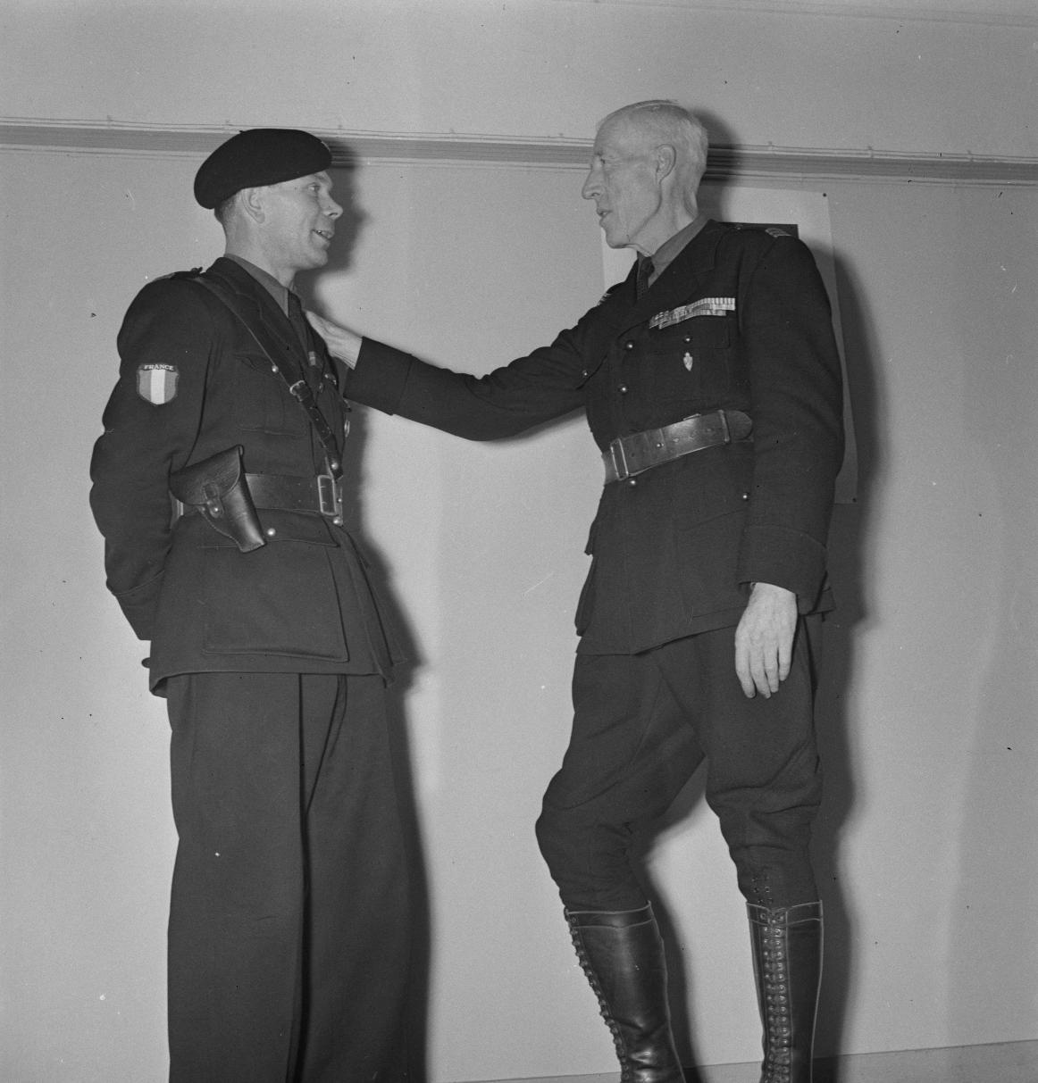 016. Легион французских добровольцев против большевизма. Доброволец и полковник