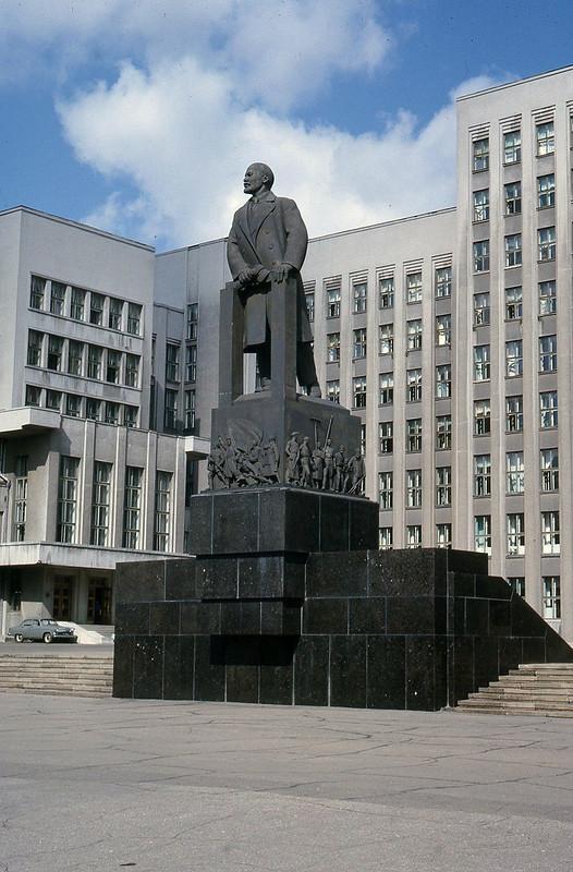 1965 Lenin Statue.jpg