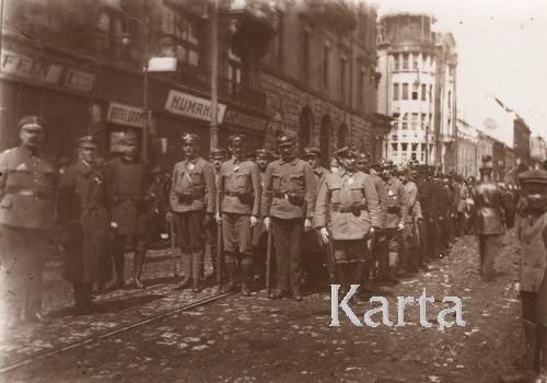 Львов, марш мобилизованных солдатов на фронт, 1919 г.