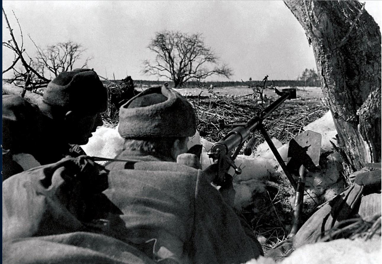 1941-1942. Северо-Западный фронт. Бронебойщики ведут огонь