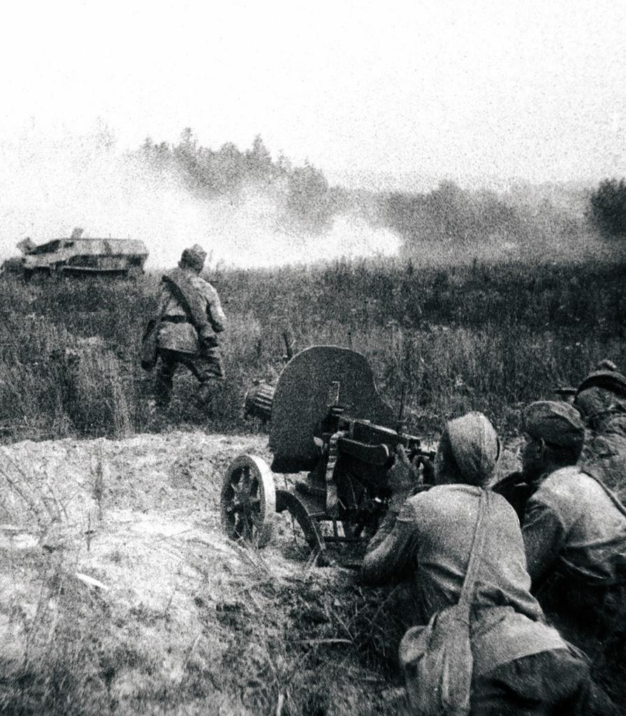 1943. Бойцы стрелкового подразделения перед атакой