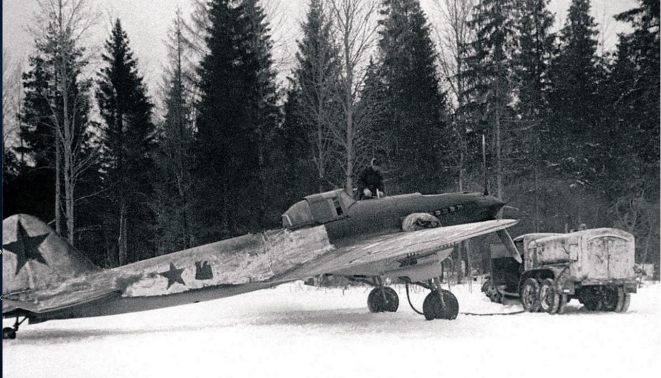 1943. Действующая армия. Северо-Западный фронт. Штурмовик «ИЛ-2». Заправка горючим