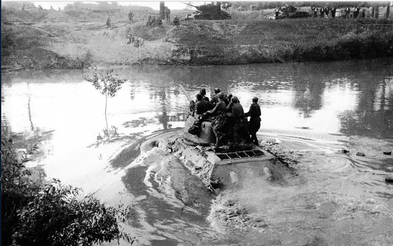 1944. Переправа через реку Днестр. 44-я гвардейская танковая бригада
