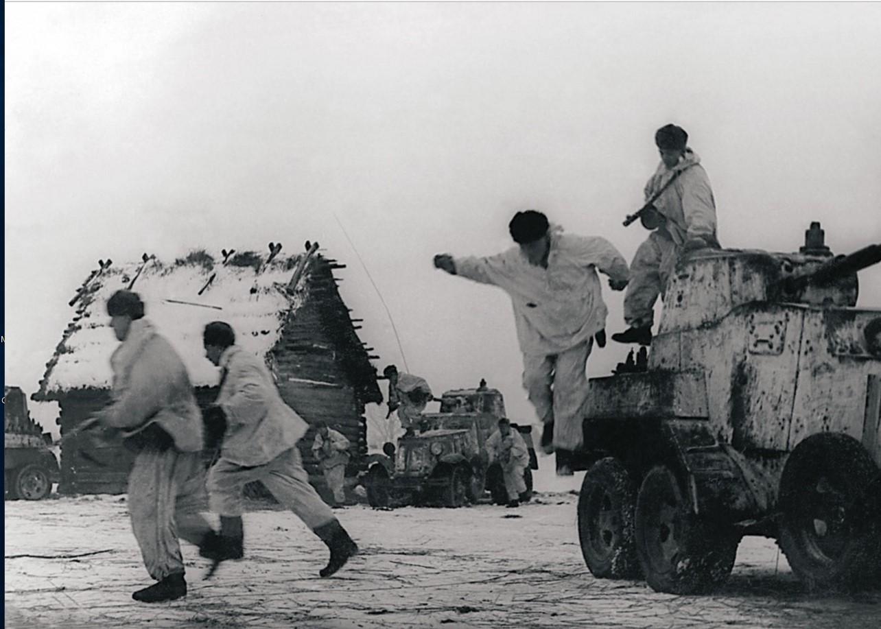 1944. Разведчики морской пехоты старшего лейтенанта Пунонова, действуя вместе с бронечастями, истребляют в населенных пунктах автоматчиков и факельщиков противника. Ленинградская область