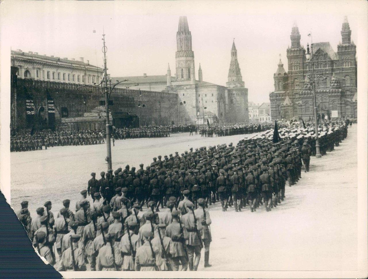 1925. Парад на Красной площади