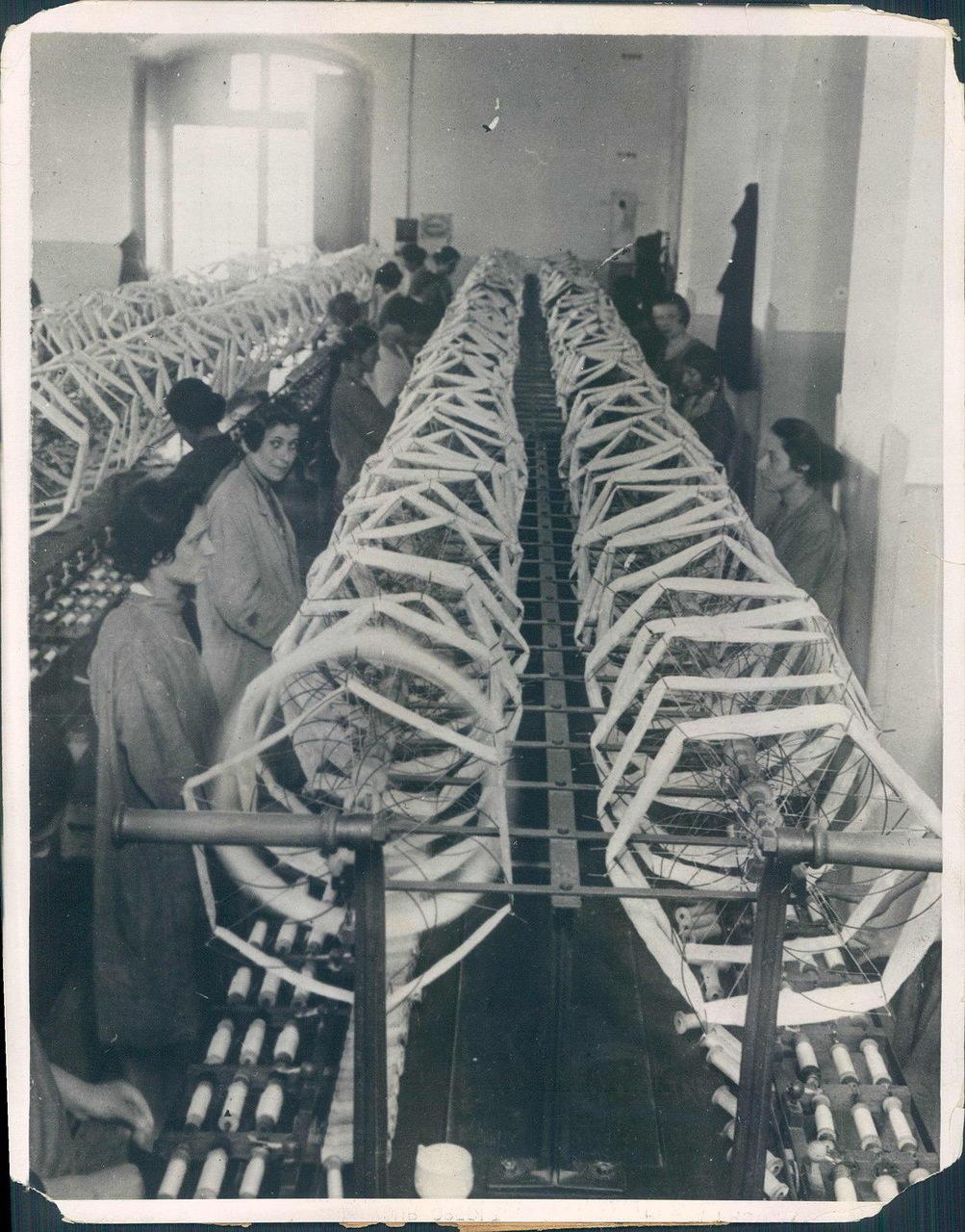 1930. Механизированное шелкоткачество