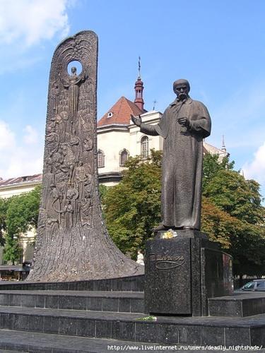 Памятник Шевченко в Львове
