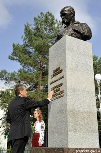 Памятник Шевченко в Ашхабаде (первый раз был открыт в 1929 г.)