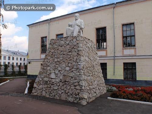 Памятник Шевченко в Конотопе (старый)