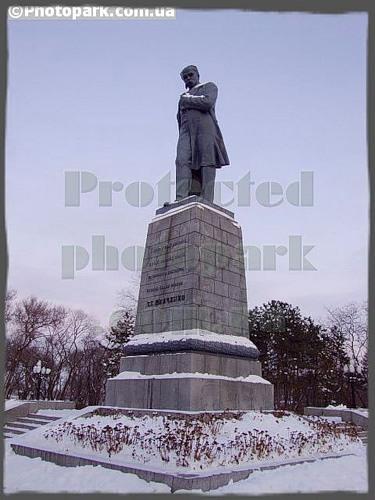 Памятник Шевченко в Днепропетровске