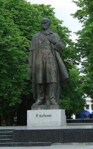 Памятник Шевченко в Луганске