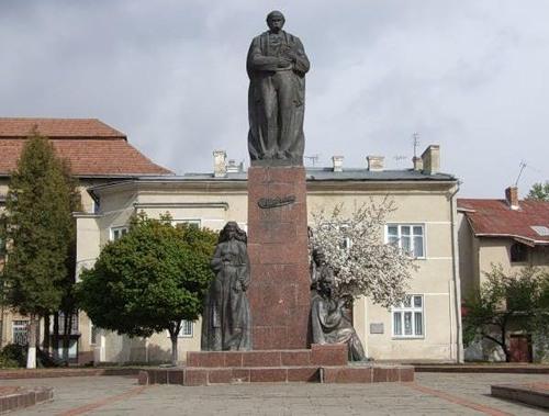Памятник Шевченко в г. Надвирна, Ив.-Франковщина
