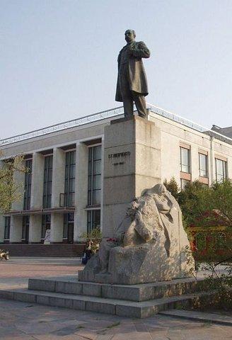 Памятник Шевченко в г. Черкассы